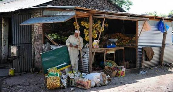 Merchants earned millions of rupees every season, mostly by exporting fruits, but this year they could not even meet their expenses. They demanded compensation for their losses. – File photo